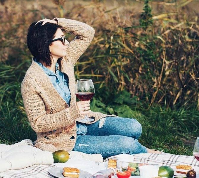 Медики объяснили, почему от вина часто болит голова, а от водки нет