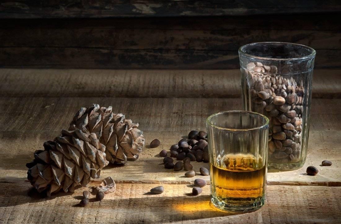 Настойка на кедровых орешках – 8 рецептов от женских болезней, гипертонии и кашля