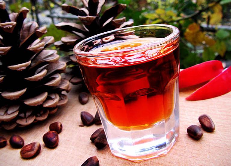 Вкуснейшая настойка на кедровых орехах на водке: рецепт проверенный поколениями