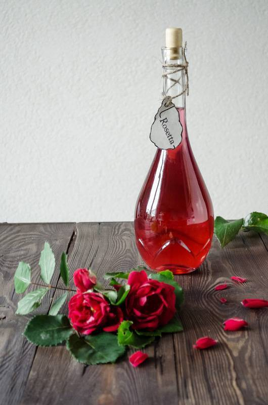 Рецепты и особенности приготовления самогона на розе