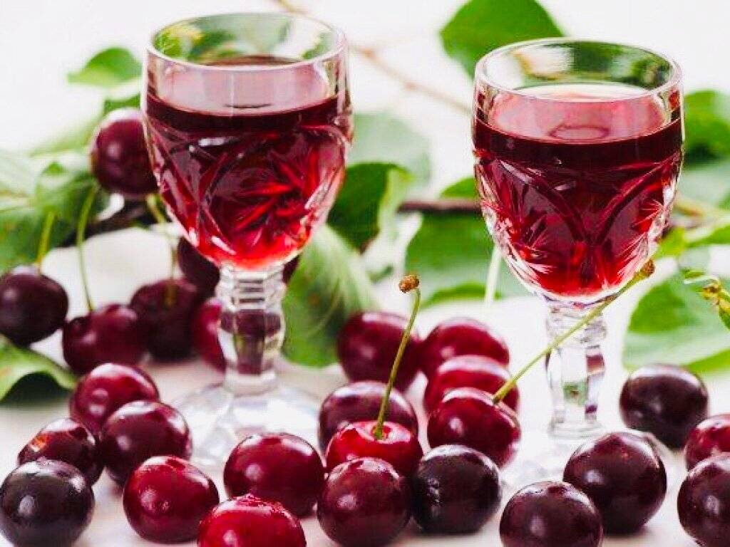 Наливка из вишни домашнего приготовления — 5 рецептов