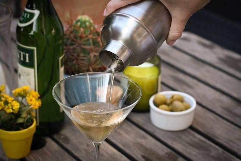 Как развести водку для коктейлей и в медицинских целях