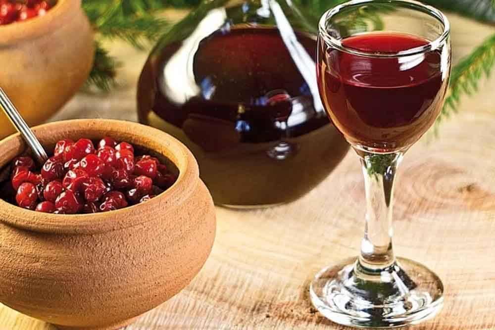 Разнообразие рецептов настойки из калины. напиток из калины на водке, на спирту с медом и другими ингредиентами
